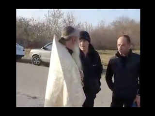 Пьяный священник на похоронах в Липецкой области
