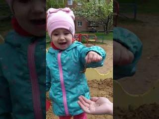 Червяк в песочнице! Реакция ребенка огонь 🔥 Нашли с папой червяка