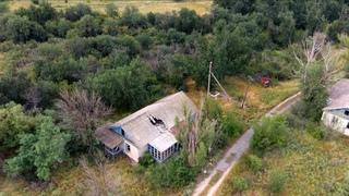 Заброшенный пионерский лагерь в 2,7К. Старые здания. Футажи конструкций и зданий.