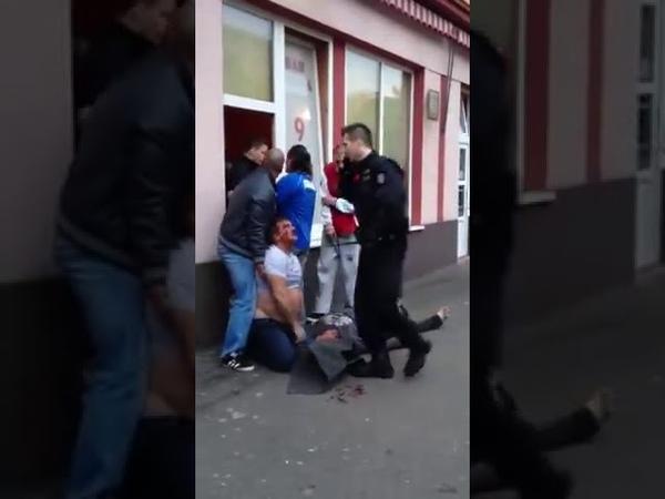 Чехия драка полиции и цыган