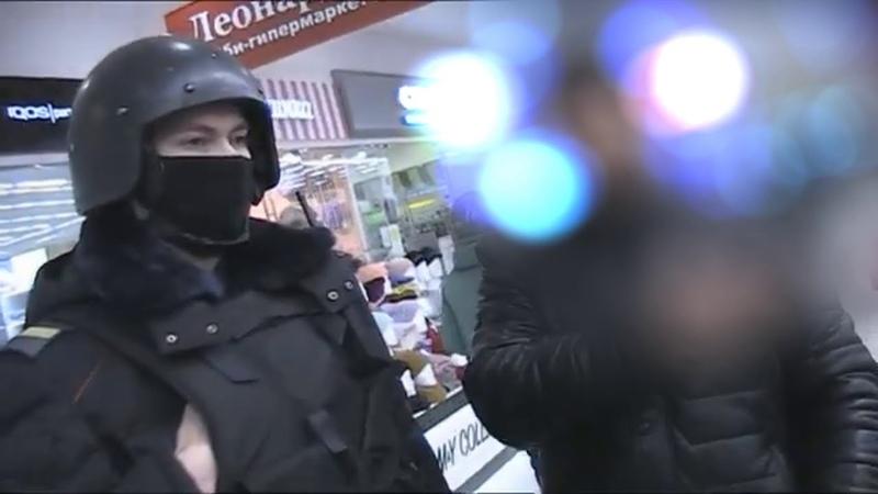 Маскарад полиции в магазине Сумасшедшие продавцы живут по законам каменных джунглей Маски шоу