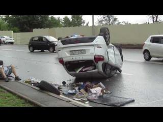 ДТП. Мерседес положил Ладу X-RAY на крышу.Авария в Сочи на ул.Транспортная