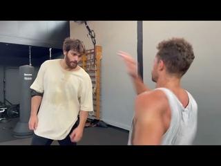 Джан Яман тренировка по рукопашному бою