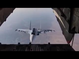 Сирия: Су-30 совершил фантастический манёвр, «заглянув внутрь» транспортного Ил-76