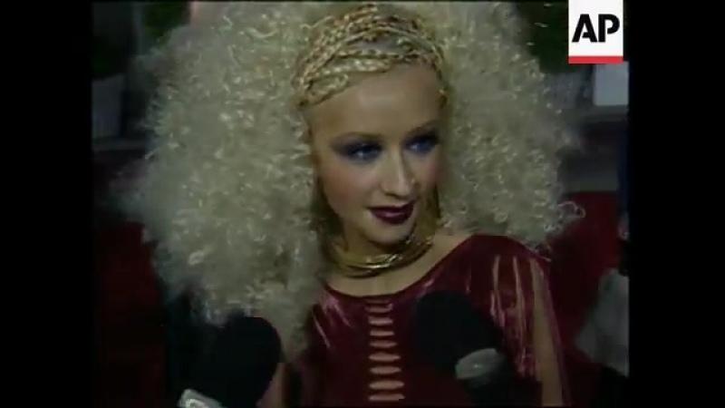 Chrisrtina Aguiklera Blockbuster Awards 2001 Red Carped