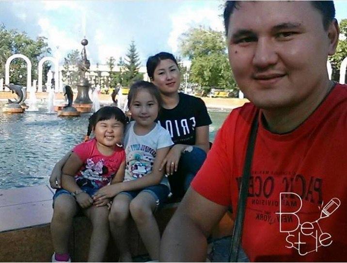 Моя семья. Я - Айдана, мой муж Асет и старшая дочь 9 лет Индира, младшая 4 года Амира #Петроспелфи