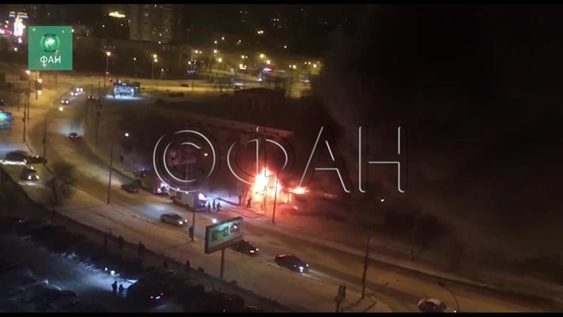 Автосервис загорелся на улице Крестинского в Екатеринбурге ФАН публикует видео