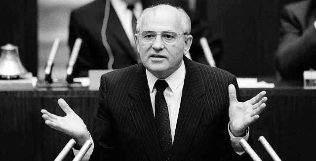 15.10.1985 - на пленуме ЦК КПСС М. Горбачёв объявил о планах экономической перестройки.