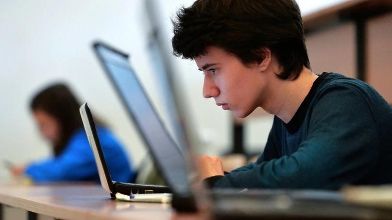 «Иначе научит интернет»: врач объяснила необходимость сексуального просвещения школьников