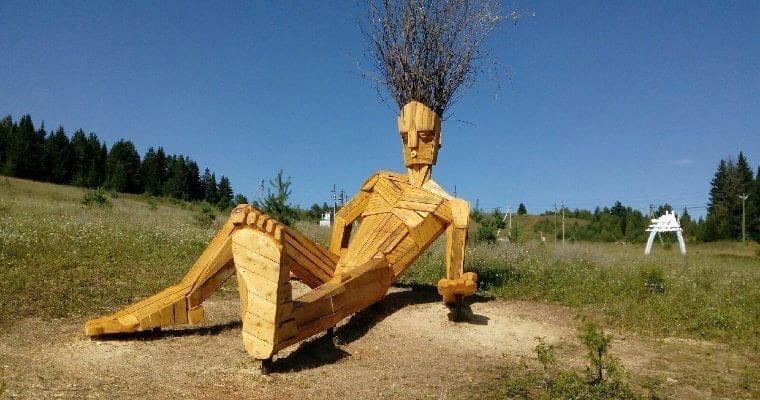 В Глазове появилась необычная скульптураДеревянный алангасар расположился
