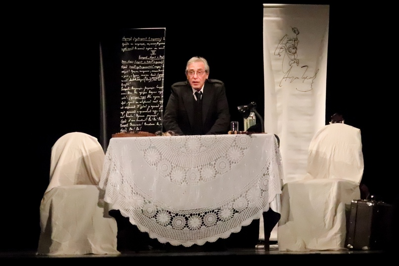 Спектакль «Чехов. Послушайте!..» режиссер Григорий Гольдман