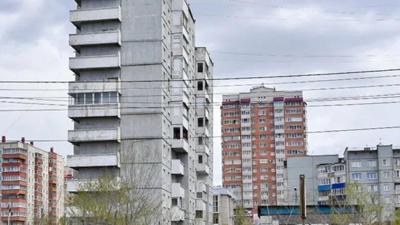 Жильцов наклонившегося дома в Северном переселяют в съёмное жильё, позже дом снесут